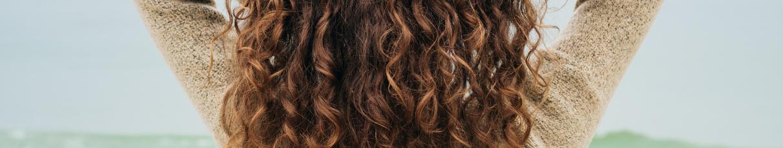 Cheveux bouclés et crépus